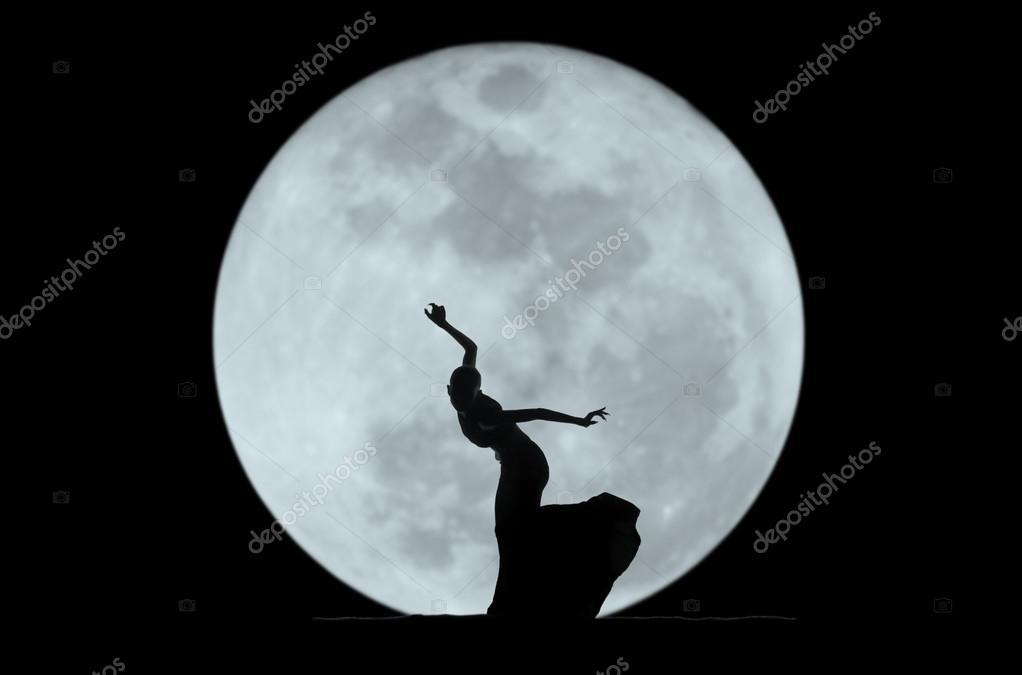 成都-oct 27: 中国著名舞蹈家杨丽萍的孔雀舞舞台上进行表演在晋城 th