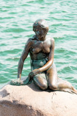 The Little Mermaid is a bronze statue by Edvard Eriksen, depicti — Стоковое фото