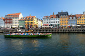 Boats with tourists at Nyhavn — Stock Photo