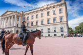 Mounted Police near Royal Palace in Oslo — Stock Photo