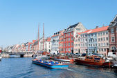 Boats with tourists at Nyhavn Copenhagen — Stock Photo
