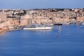 Valletta Skyline with luxury super yacht — Stock fotografie