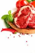 Chile y el solomillo de carne cruda roja orgánica — Foto de Stock