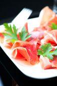Hamon salad in plate — Stock Photo