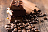 Chocolate bar and coffee beans — Stock Photo