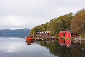 Houses and boat at fjord — Stockfoto