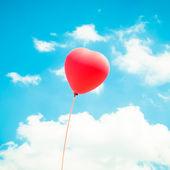 Hjärtat ballong bakgrund för alla hjärtans dag, färgglada av kärlek — Stockfoto