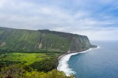Beautiful coast line of Pacific ocean, Waipio valley, Hawaii. — Stock Photo