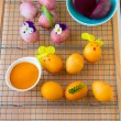 Dyeing Easter eggs natural way. — Stock Photo #69108465