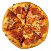 Пицца Пеперони, изолированные на белом фоне с обтравочного контура — Стоковое фото