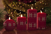 Electric candles with christmas decorations in atmospheric light — Stockfoto