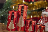 Candles with christmas decorations in atmospheric light — Foto de Stock