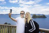 Couple on vacation taking photo — Stock Photo