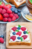 Toast with cream cheese and fresh berries — Stock Photo