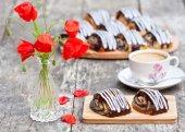 Cup of coffee with poppy buns glazed with chocolate and poppy fl — Stock Photo