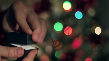 Engagement Ring Proposal Close Up Hands. Blinking Garland. Christmas Tree  Background — Stockvideo