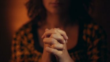 Hand gestures. Woman praying to god. — Stock video