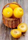 žluté švestky — Stock fotografie
