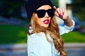 High fashion look.glamor lifestyle blond woman girl  model in casual jeans shorts cloth  outdoors in the street in black cap  in glasses — Stock Photo