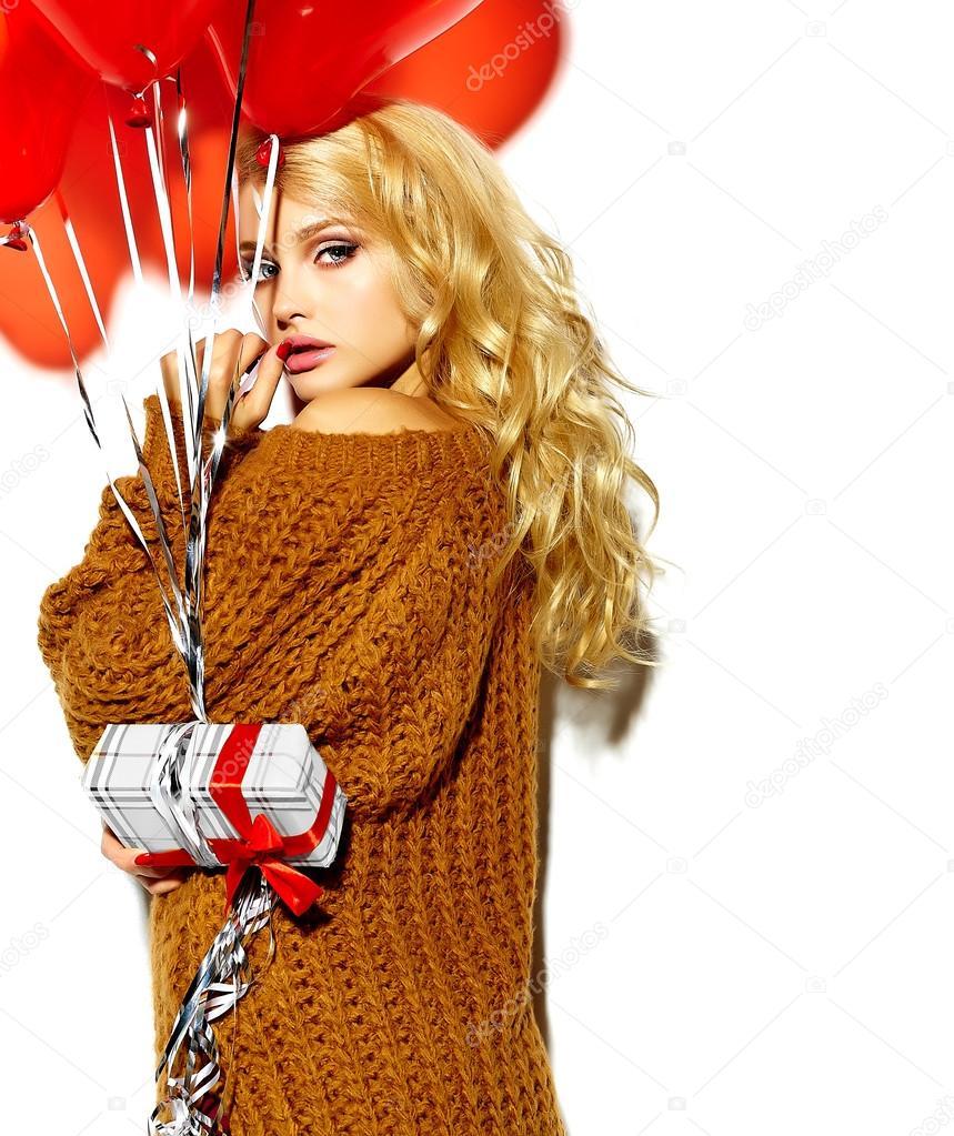 Фото девушки блондинки в зимней одежде