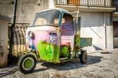 Hippy retro 3-wheels car — Stock Photo
