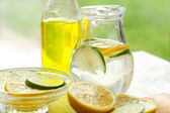 Fresh lemon juice — Stock Photo