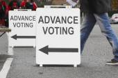 Advanced Voting Sign or Signage — Stock Photo