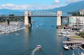 False Creek i Vancouvers Burrard Street Bridge — Zdjęcie stockowe