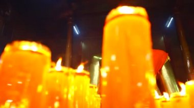 Buddha statuettes with candles — Stock Video