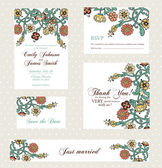 Wedding invitation set with vintage flowers — Stock Vector