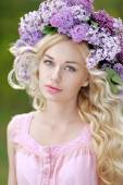 Portrait of a beautiful young girl in spring — Stock Photo