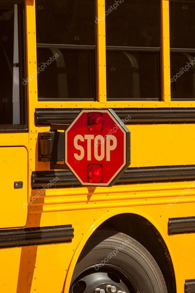 panneau d 39 arr t de bus scolaire photo 58118343. Black Bedroom Furniture Sets. Home Design Ideas