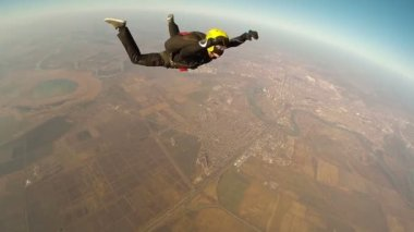 Skydiver doing forward flip — Stock Video