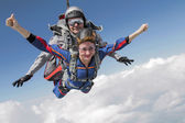 Tandem jump. Flying in free fall — Stock Photo