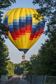 Hot Air Ballooning Over The Railroad Trestle — Stock Photo