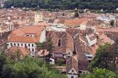 Image of roof tops and Piata Sfatului (Council Square) in Brasov — Stock Photo