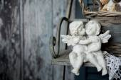 Figurines love angels sitting on a bench — Стоковое фото