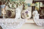 Vintage table with two angels, clocks and knitted cloth — Stock Photo