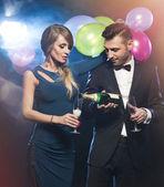 Happy young people celebrating new year's eve — Zdjęcie stockowe