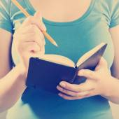 Woman Writing In Notebook — Stockfoto