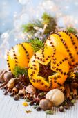 Christmas oranges, spices and nuts — Zdjęcie stockowe