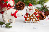 Gingerbread Santa Claus and polar bear — Stock Photo