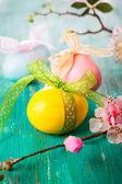 Decoración de pascua con flores de primavera — Foto de Stock