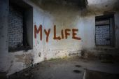 Text my life on the dirty old wall in an abandoned ruined house — Stock Photo