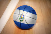 Basket boll med den nationella flaggan i el salvador — Stockfoto