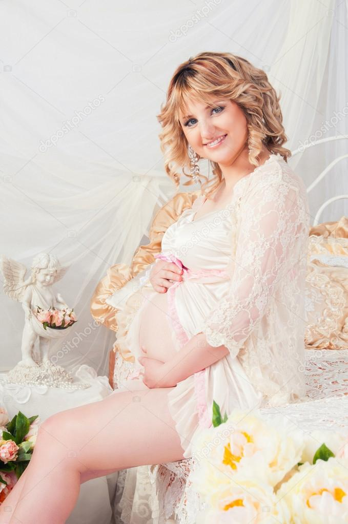 prostituierte schwanger frau auf bett