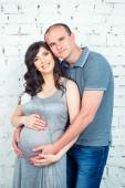 Heureux couple enceinte en attente d'un miracle — Photo