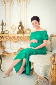 Fashionable pregnancy. Future mother in an expensive interior — Foto de Stock