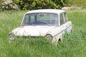 Abandoned old car — Stock Photo