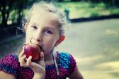 Young girl eating apple — Stock Photo